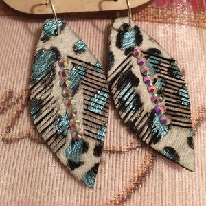 Jewelry - Leather feather Earrings